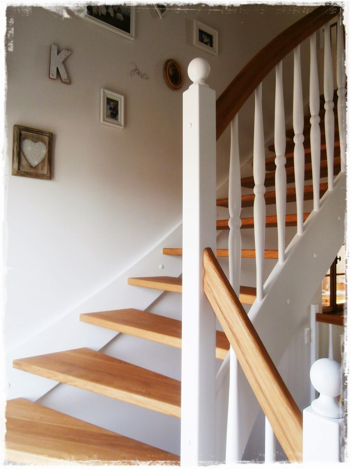 Treppe, Holz weiß
