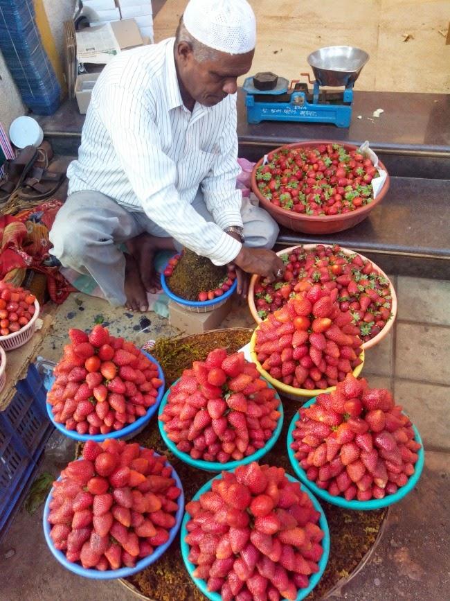 Mahabaleshwar market food
