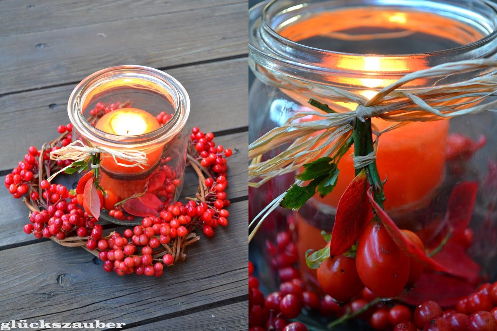glückszauber  Herbstdekoration mit roten Beeren und