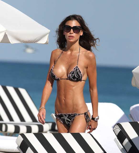 Claudia Galanti Sexy in Bikini