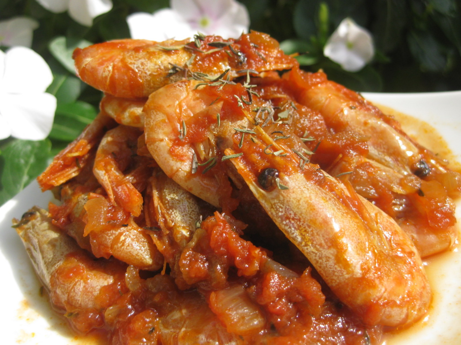 A falta de Lexatín... buenas son tortas: Gambitas en salsa de tomate ...