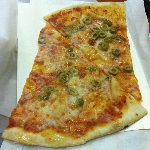 פיצה טרנטינו עם זיתים
