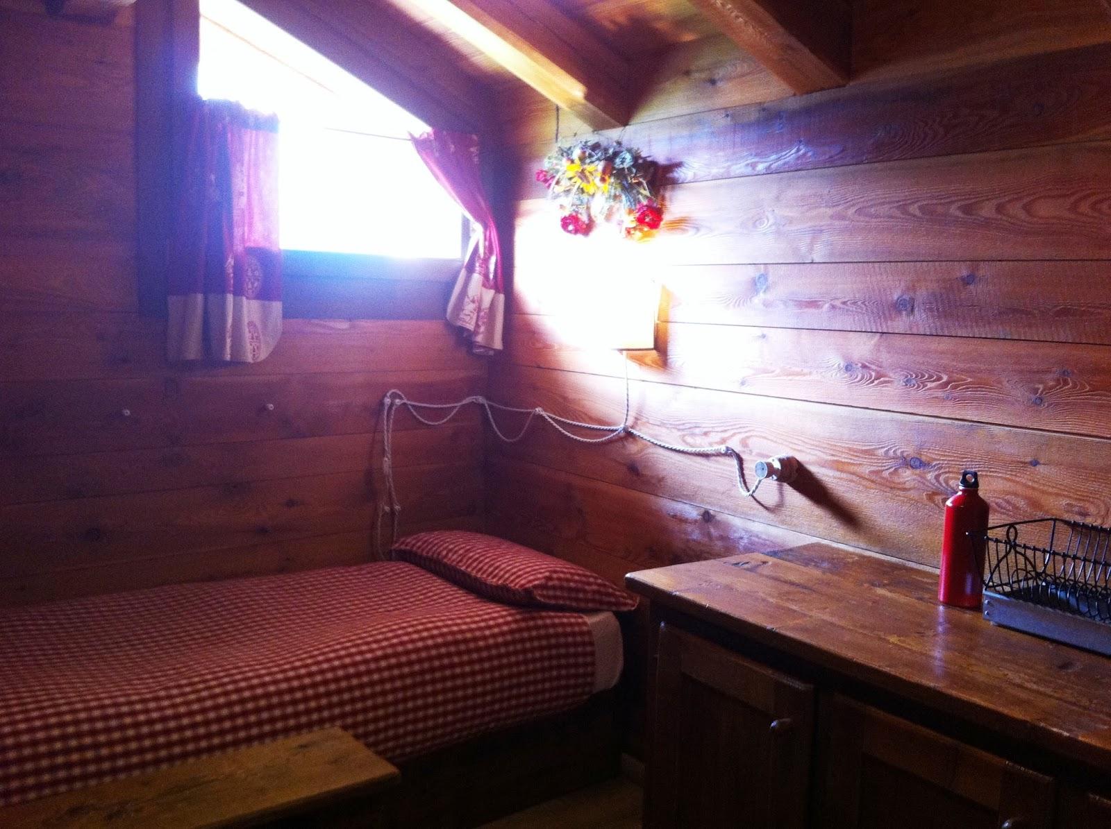 Retr and design calde atmosfere da baita di montagna for Design semplice casa del fienile