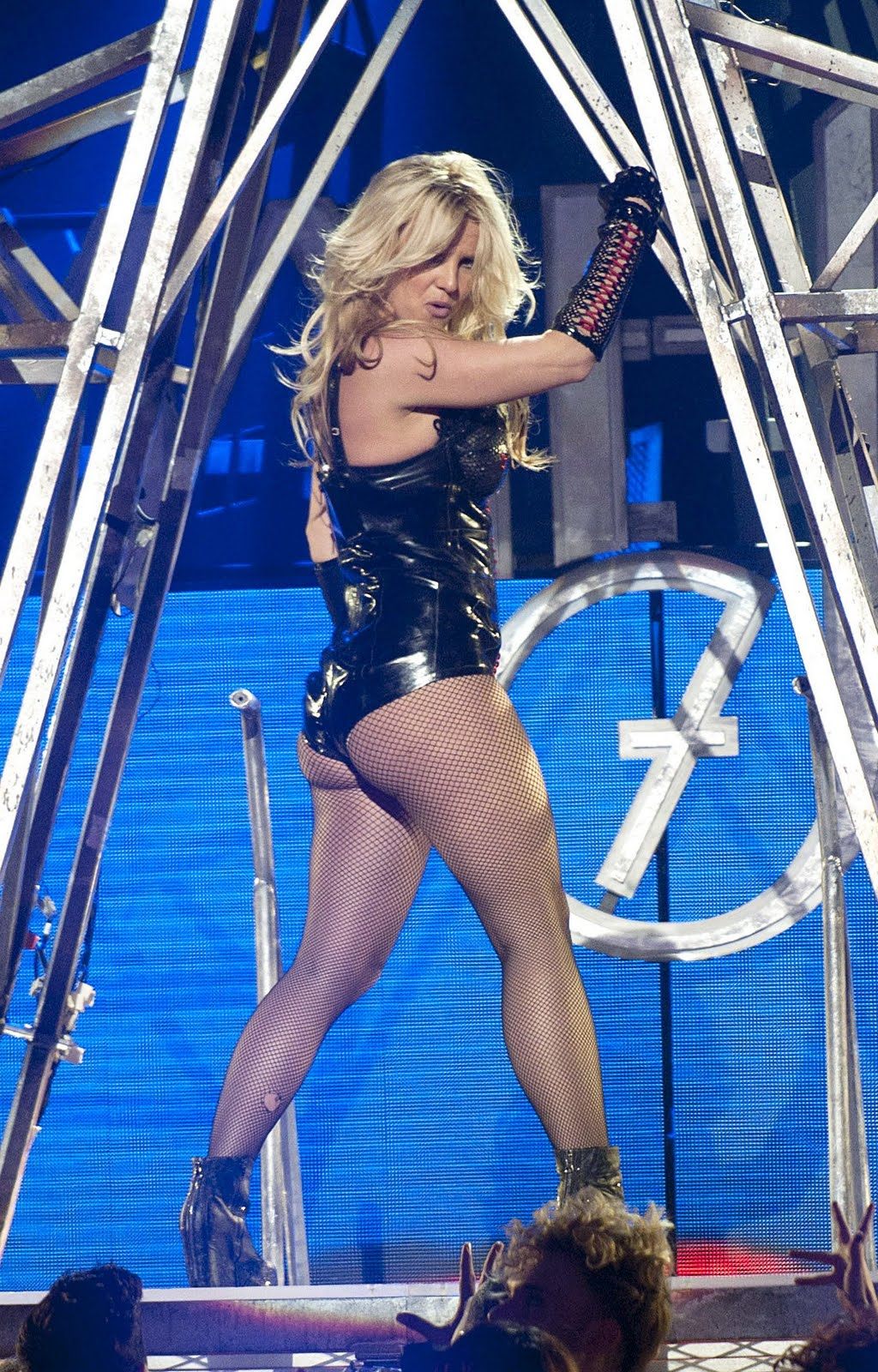 http://1.bp.blogspot.com/-lMOkODO11uY/ThZuXnxkA3I/AAAAAAAAFVM/20hpbwjWm1c/s1600/Britney+Spears-femme+fatale-circus-ooops+i+did+it+gain-pics-Britney+Spears+2011-+%25283%2529.jpg