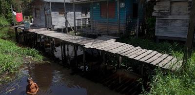Mais da metade dos municípios do Brasil não tem controle sobre os serviços de água e esgoto.