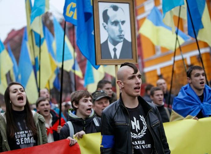 Son Neo nazis los grupos apoyados por  EEUU en Ucrania. Desfila los neonazis para honrar Stepan Bandera