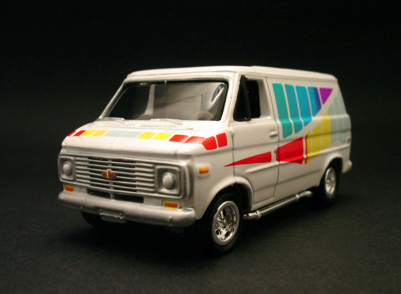 Diecast Hobbist 1976 Chevrolet G20 Van Crew Cab