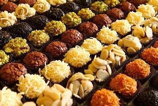 Imagens de brigadeiros coloridos - receita de brigadeiro Gourmet. Foto: Ana Creonteos