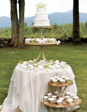 For a summer wedding outside opt for a heartier frosting like fondant
