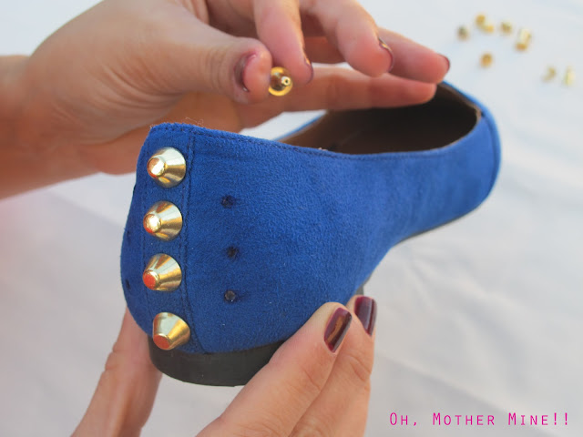 DIY Zapatos tachuelas azul klein / DIY Studded Shoes