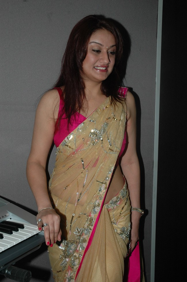 Sonia Agarwal Latest Hot Stills In Saree Sonia Agarwal New Spicy Images