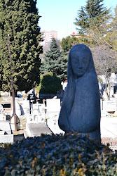 Vigilando el Cementerio