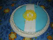 Tarta Bandera de Argentina. Esta es la tarta que le hizo mi suegra a Eze por . imagen