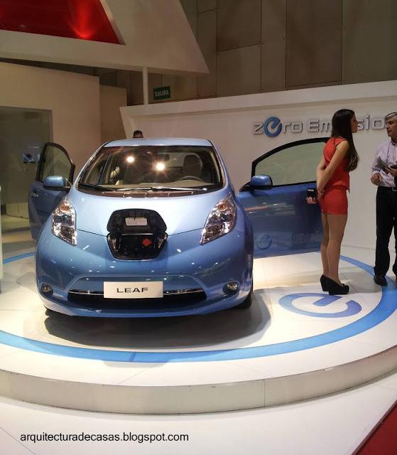 Automóvil pequeño eléctrico Leaf