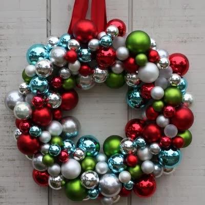 C mo hacer una corona navide a con esferas for Coronas de navidad hechas a mano