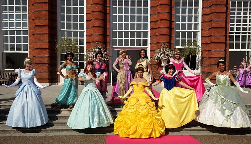Potins enfantins octobre 2011 - Robe princesse disney adulte ...