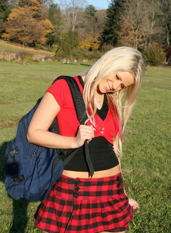студентки в коротких юбках фото
