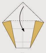 Bước 5: Gấp góc phía trên của tờ giấy xuống dưới.