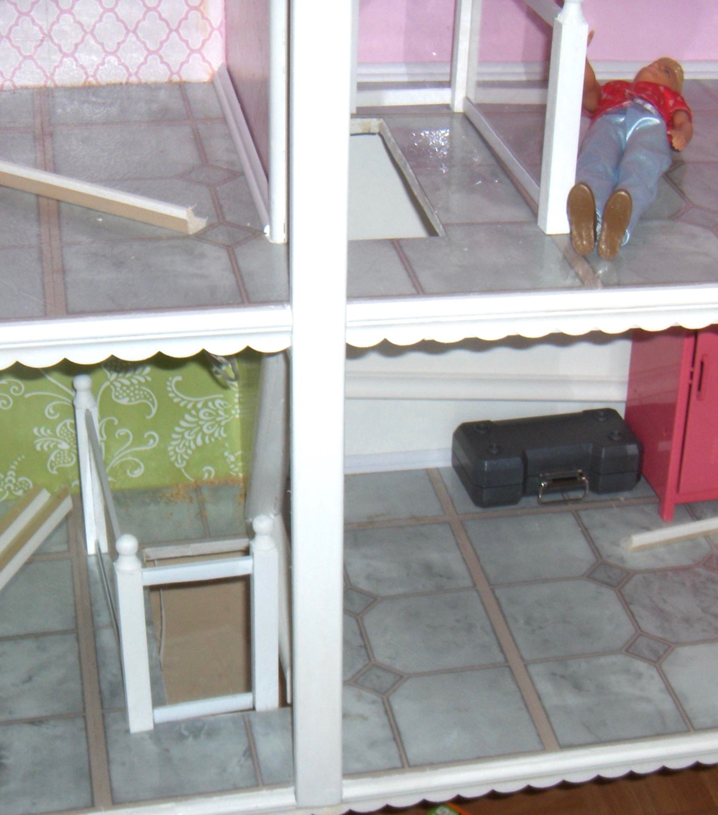 Somethings Old, New, Green, Redo!: DIY Barbie Dollhouse