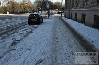 """Fake-Winterdienst: """"Geräumter Radweg"""" Gorch-Fock-Wall 11"""