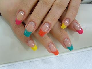 frances puede ser una excelente opción para unas uñas decoradas