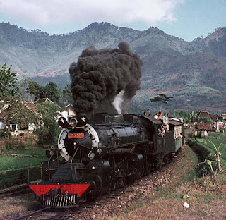Gambar Kereta api lokomotif uap terbesar di Indonesia DD 52