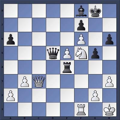 Les Blancs jouent et gagnent en 4 coups - Niveau Moyen
