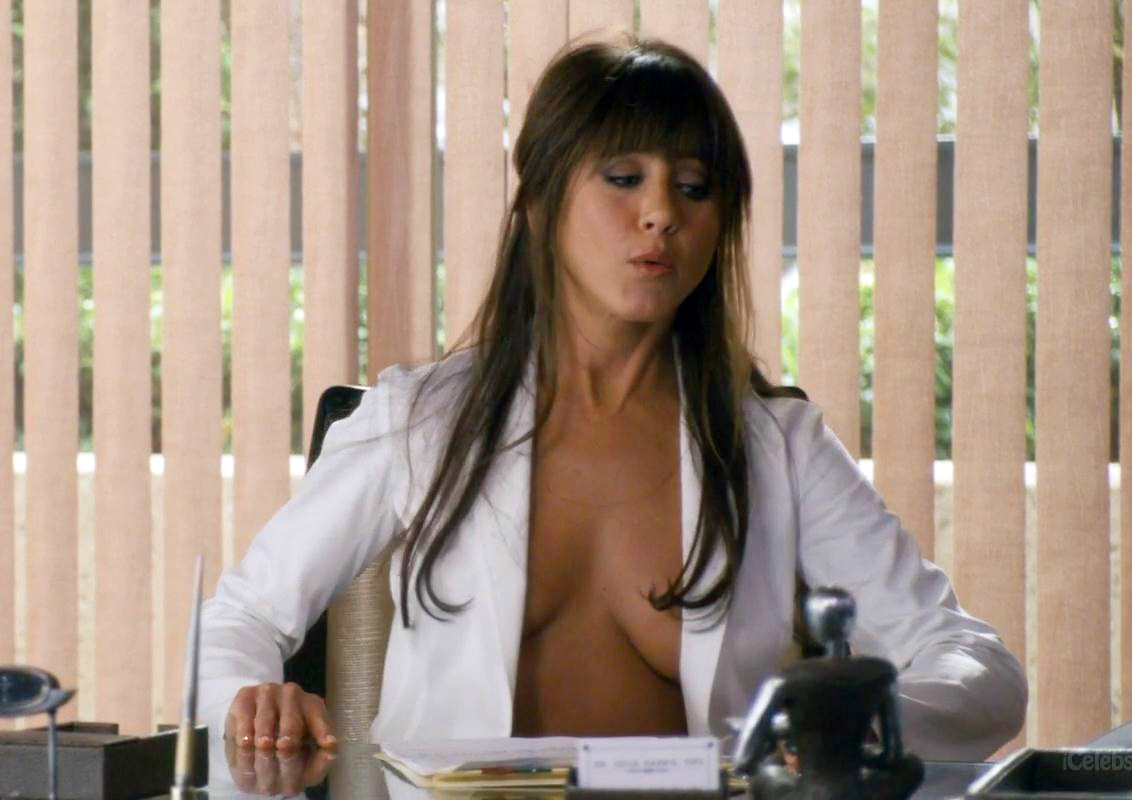 Jennifer aniston topless horrible bosses