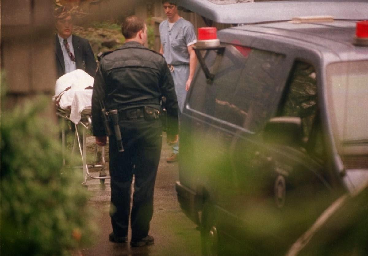 28c62064948a ... y hoy tal día como aquel vuelvo a escribir para actualizar con una  espeluznantes imágenes del lugar donde encontraron a Kurt con su nota de  suicidio