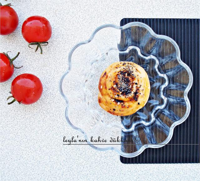 zeytinli ve domatesli çörek