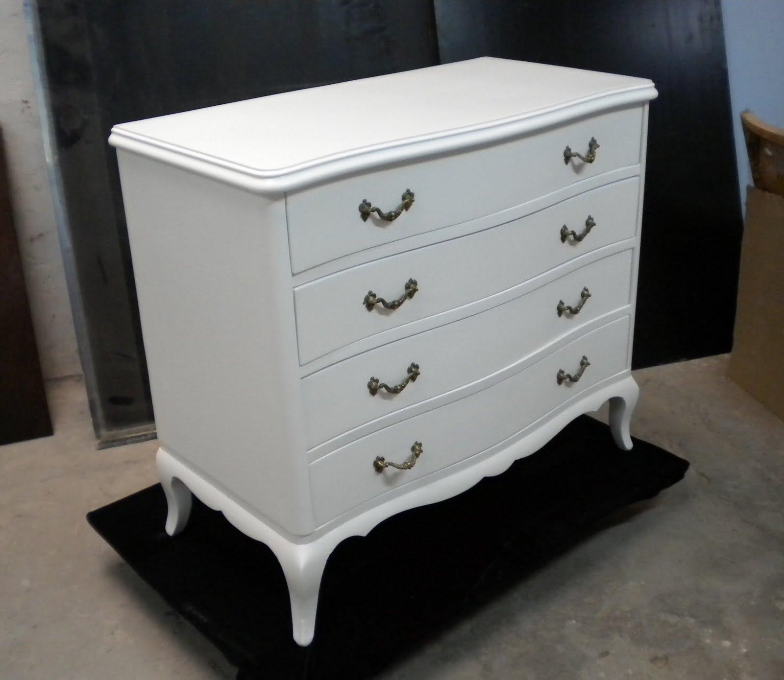 Restauraci n y laqueado de muebles junio 2011 - Comodas antiguas blancas ...