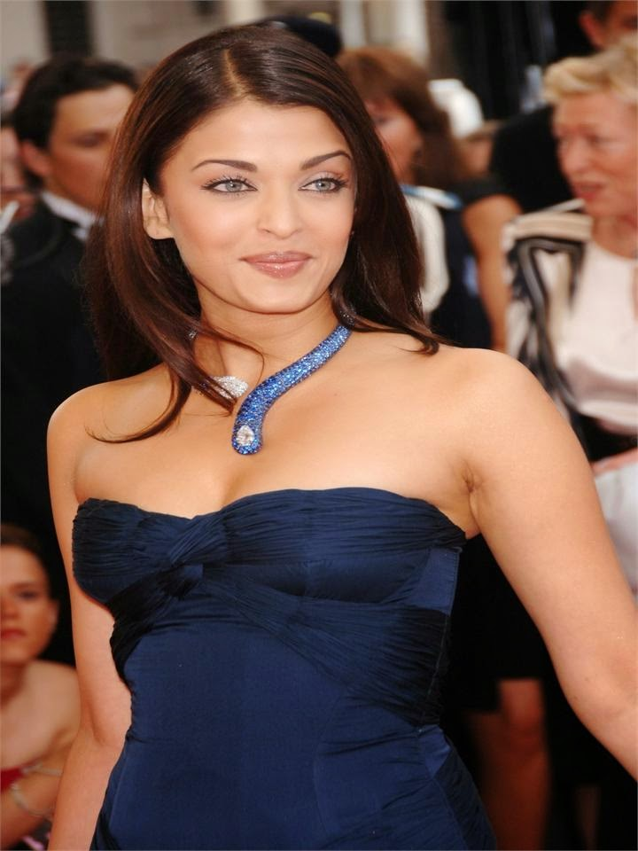 Aishwarya Rai Bachchan In Her Tight Very Uncomfortable Dark blue Mini Skirt hot thunder tighs exposed balck panty seen when cross leged hot pics