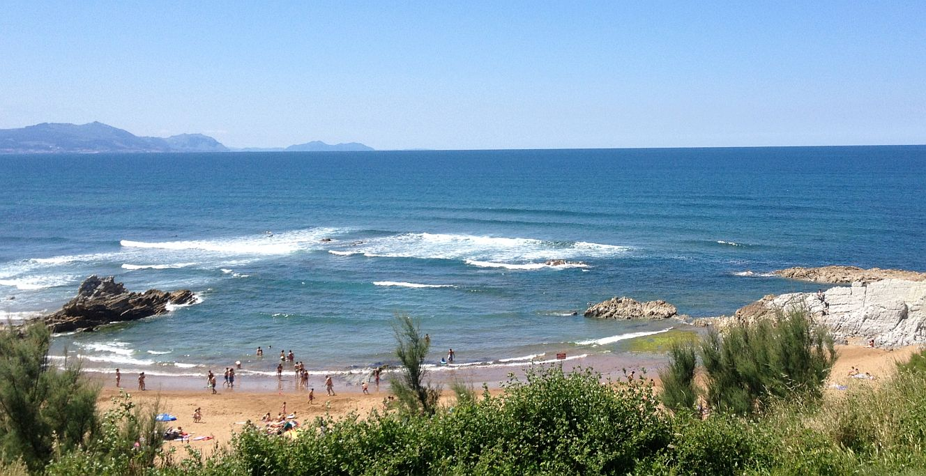 playa atxabiribil surf