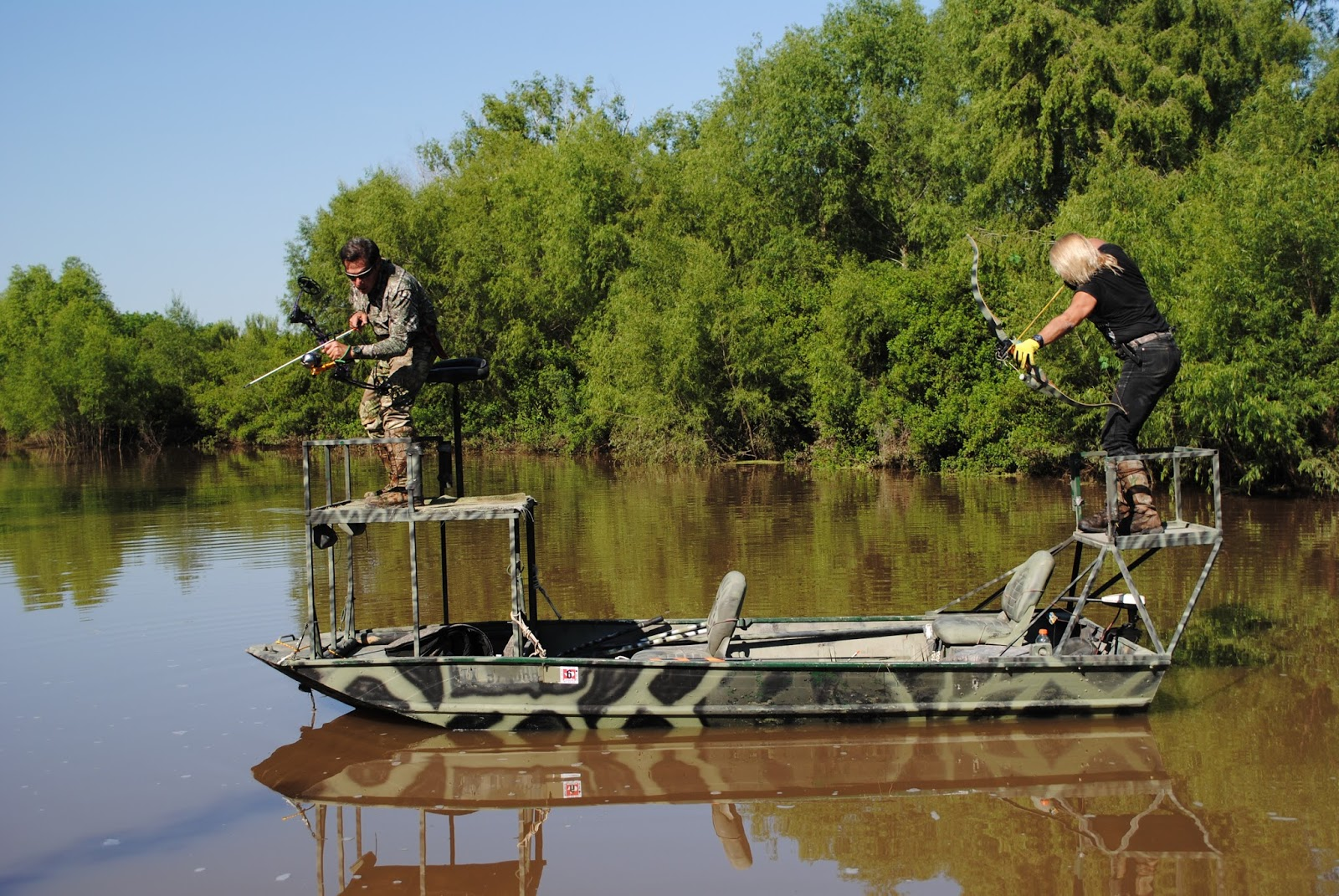 The wooa reports bow hunting alligator gar for Choke canyon fishing report