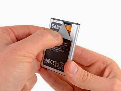Δείτε γιατί δεν πρέπει να τρυπήσετε ποτέ την μπαταρία του κινητού σας