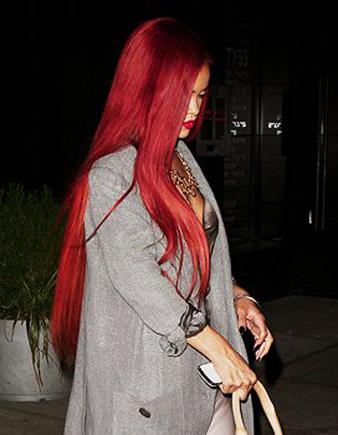 Rihanna çok uzun kızıl düz saç modeli