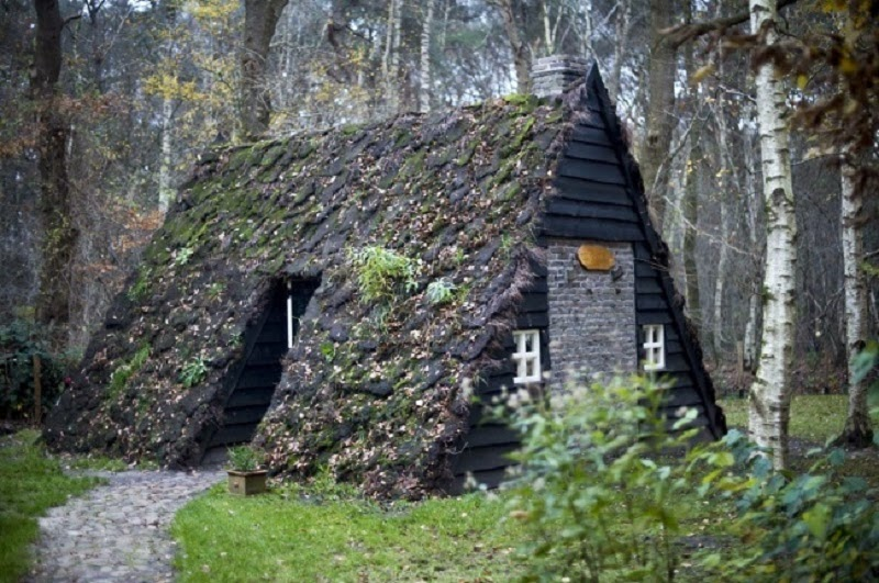 House Made of Peat, Holland - 10 Really Amazing Cozy Hand-Built Houses!