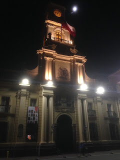 This is Mike...Nighttime is usually bedtime in our household but since we had Lia in town visiting we modified our routine a bit. We decided to see the city by night by strolling around the Plaza de Armas and surroundings. The crowds thin out considera...