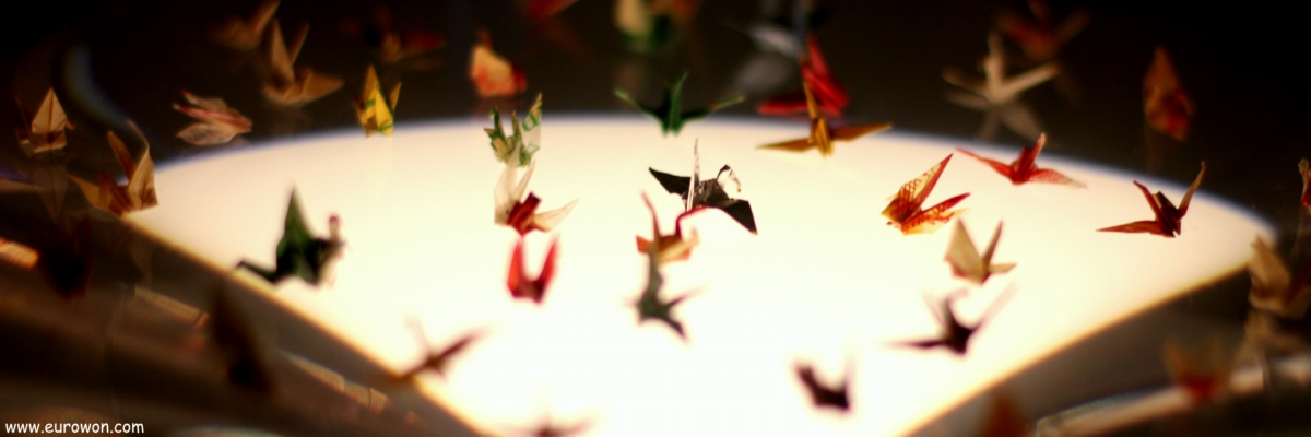 Grullas de papel dobladas por Sadako