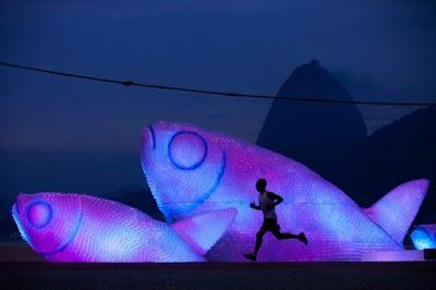 Peixe gigante  Feito de Garrafas de plástico descartadas