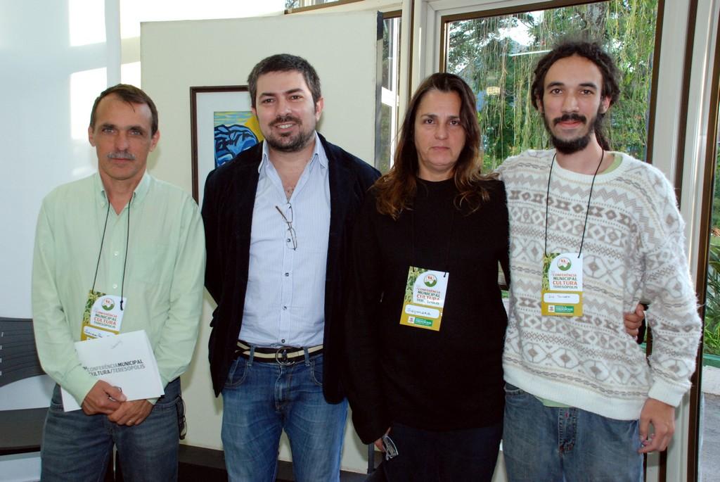 Secretário de Cultura, Wanderley Peres, Marcello Velloso, da Regional do MinC, e os delegados eleitos, Nara Zietune e Ivo Bernardo