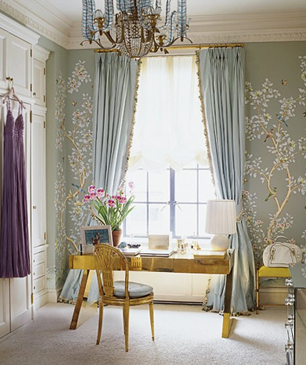 ... While The Same Curtains And Wallpaper Below Are A Pale Blue/green. Is  This Just A Matter Of Different Lighting Or Has It Been Photoshopped?