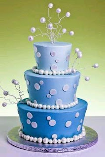 Wedding cakes with blue details