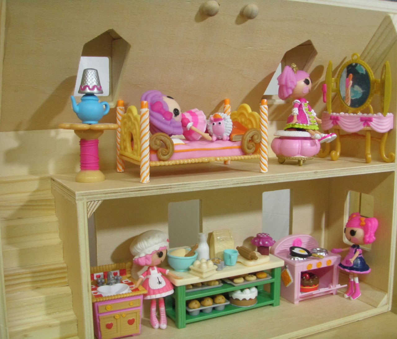 added some miniature cakes and furniture from the Li'l Woodzeez ...