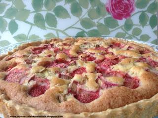 afbeelding taart cake aardbei rabarber
