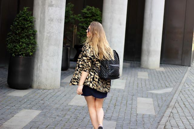 trend, sommer 2014, pailettenblazer, H&M Trend, Gold, schwarz, Maffashionstepp rucksack, modeblogger, hamburg, ootd, style, german fashionblogger,