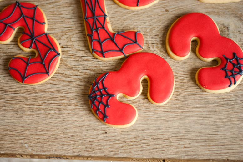 La cocina de carolina galletas de spiderman tutorial - Como hacer tela de arana ...