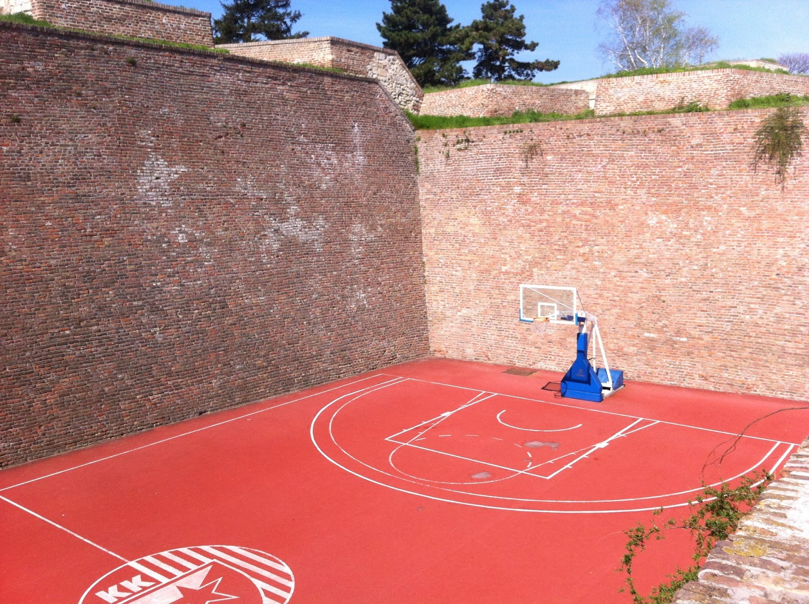 Goodbyeharan ce euro vacay belgrade for Built in basketball court
