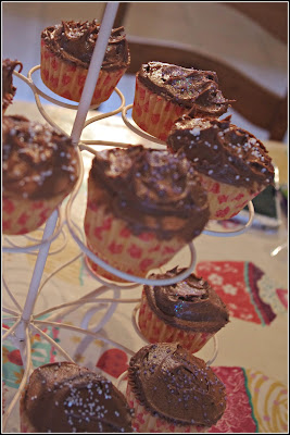 Chocolate fairy cakes with glitter