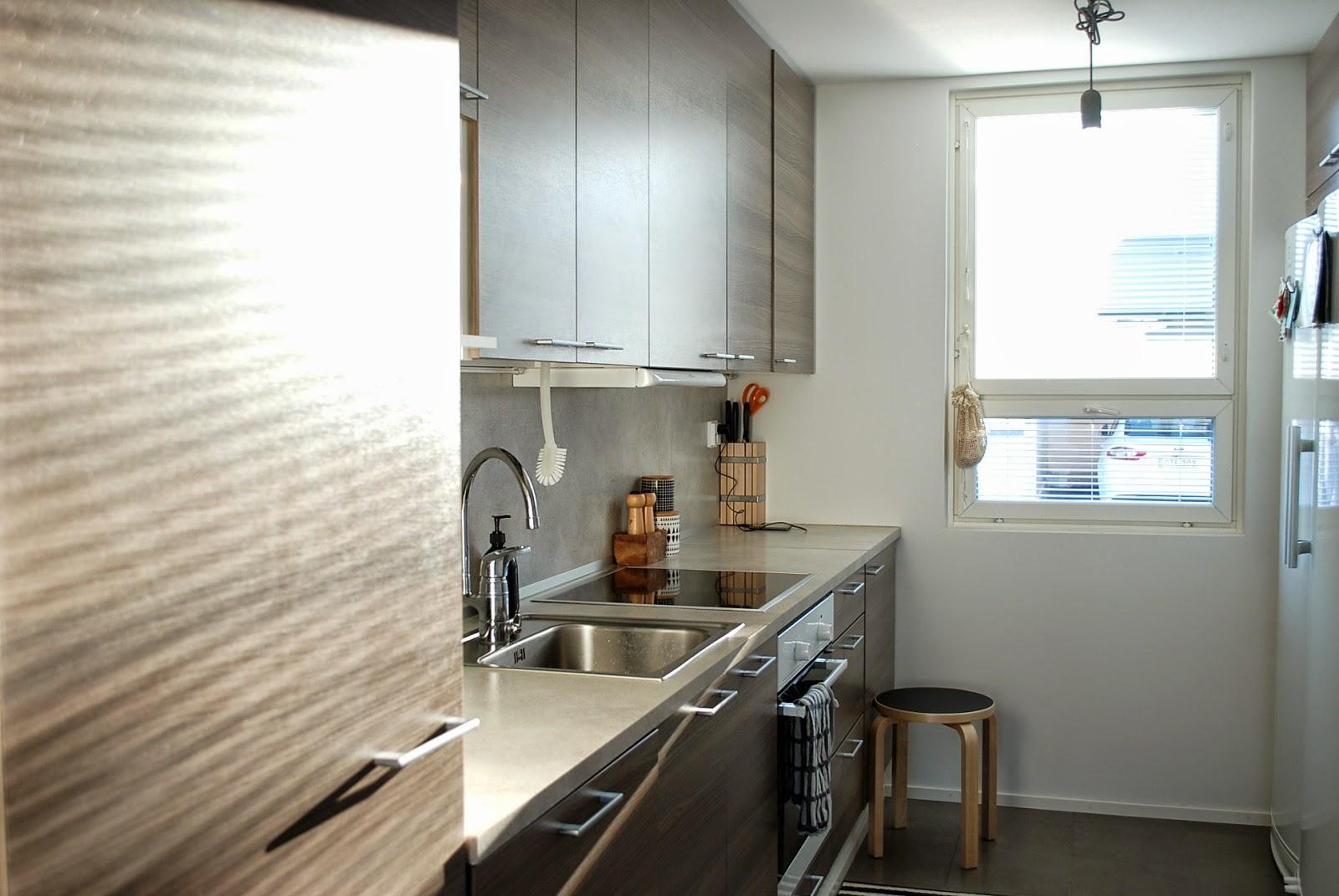 ZUBI'S CORNER Kevään valoa keittiössä